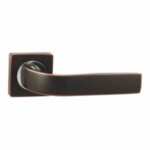 Дверная ручка с квадратной накладкой V01 BL РУЧКА VANTAGE