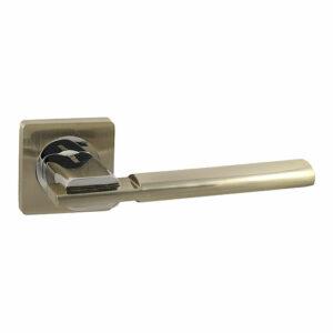 Дверная ручка с квадратной накладкой V03 D РУЧКА VANTAGE