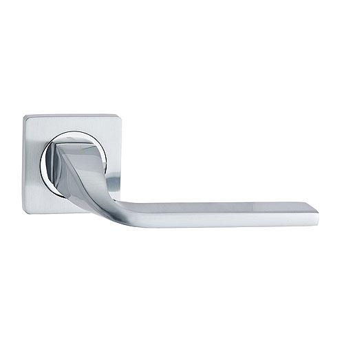 Дверная ручка с квадратной накладкой V12 L РУЧКА VANTAGE